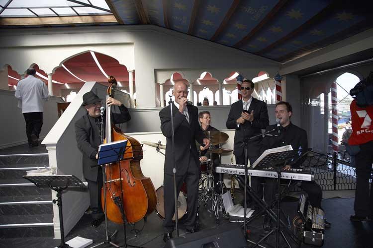 The-Gentlemens-Swing-Club019
